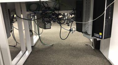 【体験レポート】机の下の配線をきれいにまとめてみました!